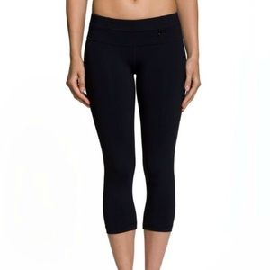 Nancy Rose compression crop yoga leggings
